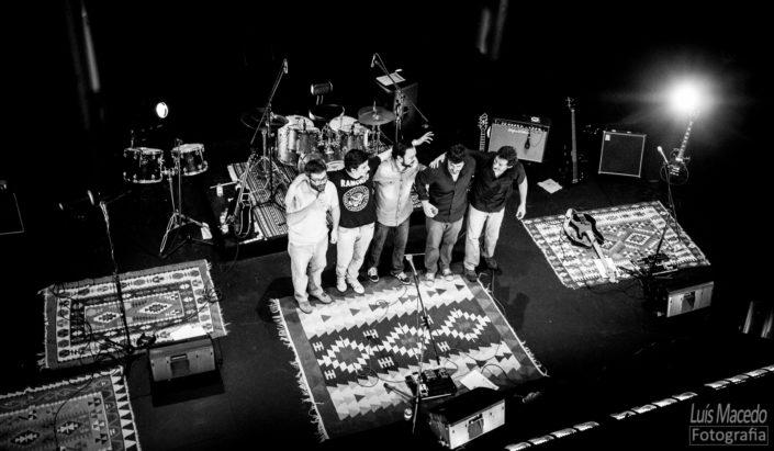 reportagem fotografia lotacao 136 tresporcento lisboa teatro azafama banda concerto musica
