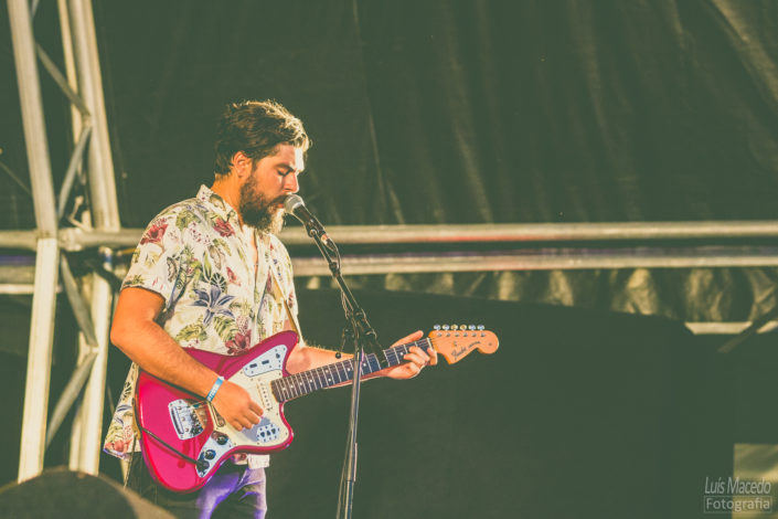 guitarra vernelha festival sol caparica musica fotografia concerto carga ombro