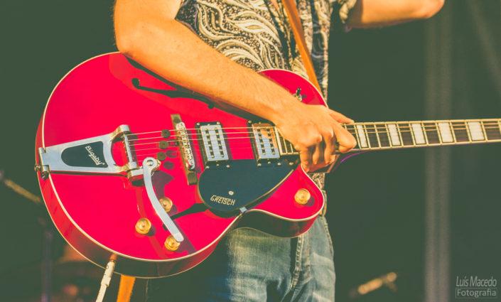 red guitar uria festival sol caparica musica fotografia concerto carga ombro